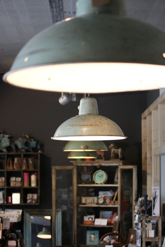 Hanging lamps in the dining room