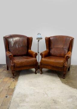Paar fantastische Ohrensessel / Wing Chairs aus Schafsleder, Niederlande, 1930er Jahre