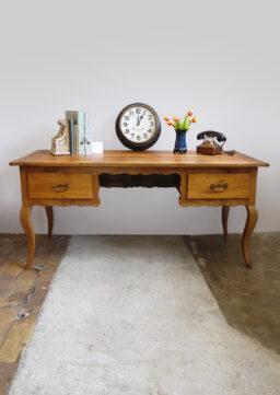 Geschwungener Biedermeier-Schreibtisch um 1840, massiv Kirschbaum