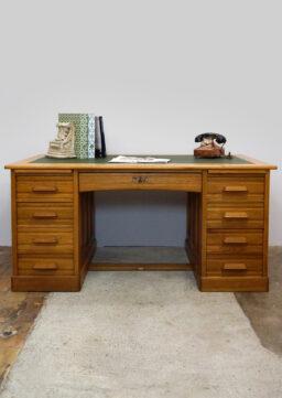 Großer Schreibtisch mit Lederschreibfläche & Zentralverriegelung, Bauhaus-Ära, 1920s