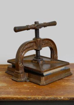 Ornamental verzierte Buchpresse / Spindelpresse / Druckerpresse um 1890