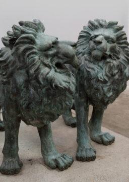 Lebensgroßes (!) Paar bronzene Löwenskulpturen, Italien, Mitte 20. Jh.
