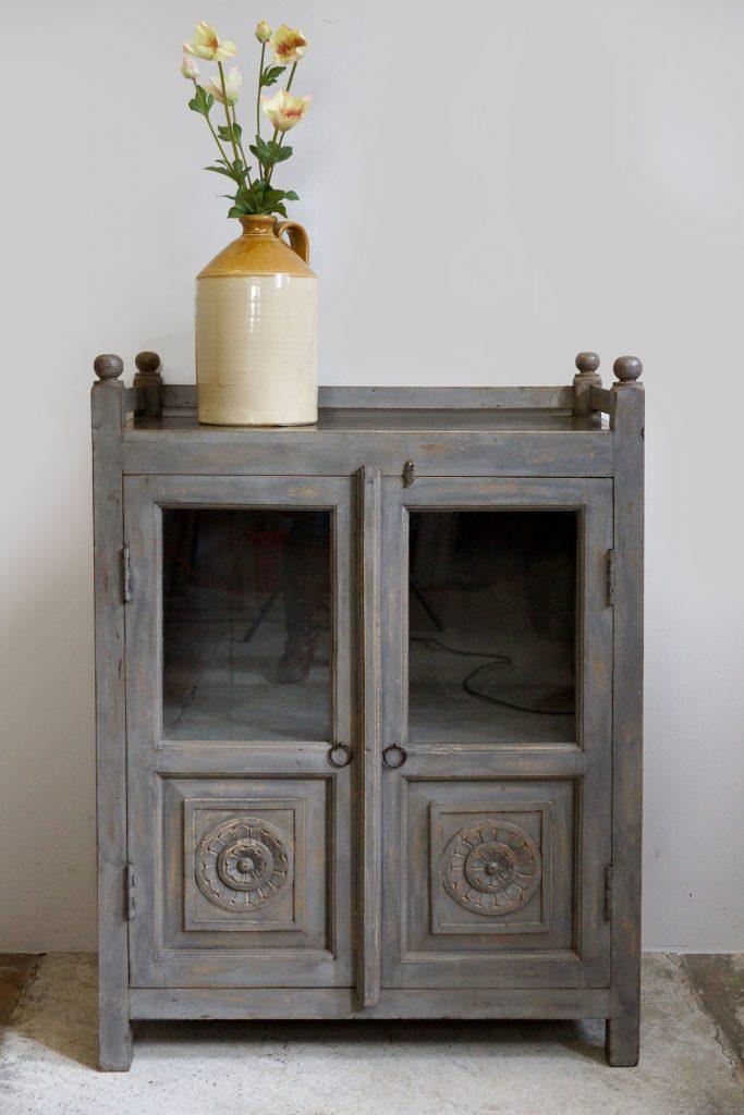 Kleiner indischer Vitrinenschrank / Vintage Display Cabinet