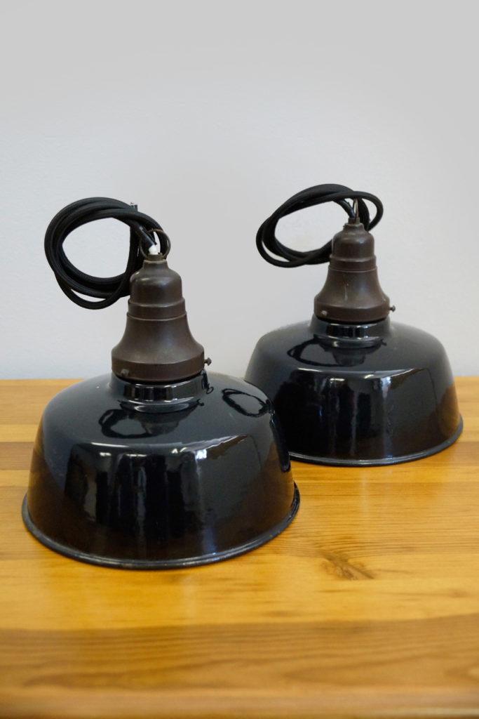 Paar kleine schwarz emaillierte Fabriklampen / Industrielampen, 1930er Jahre, top Zustand!
