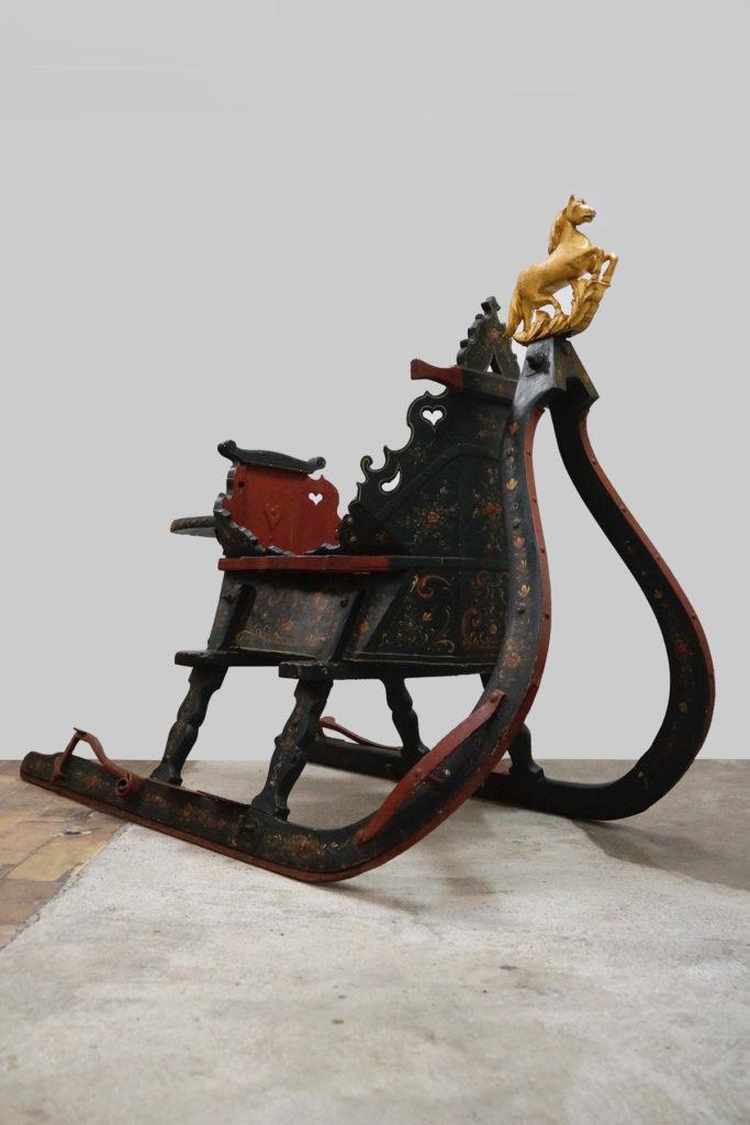 Prächtiger handbemalter Pferdeschlitten mit Galionsfigur, Niederlande Ende 19. Jh.