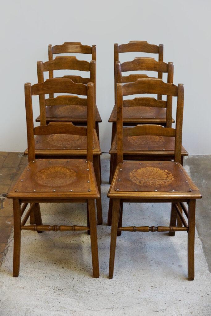 Rustikale Kneipenstühle aus Estland mit geprägtem Sitz – 4, 6 oder 10 Stück!