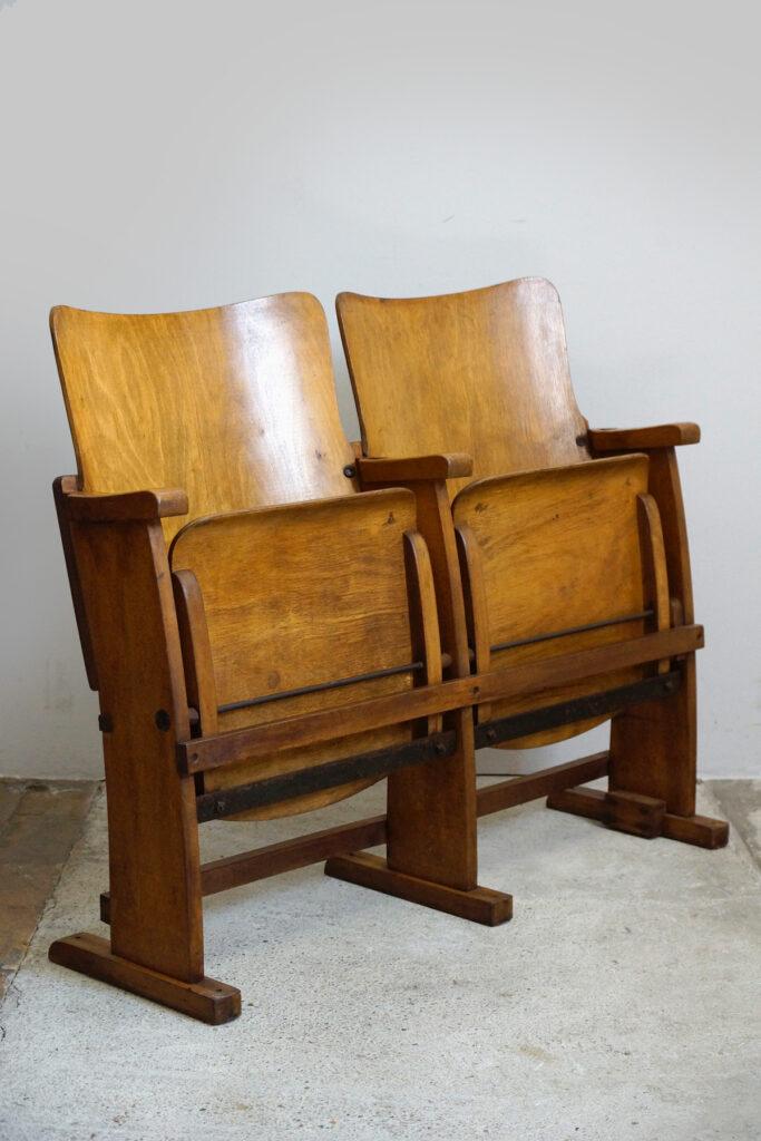 3x Formschöne Art Deco 2-Sitzer Kinobank, 1920er Jahre